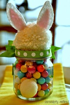 Mason Jar Easter gift ideas Fluffy Easter Bunny Candy Filled Mason Jar Tutorial - how many kinds of Kids Crafts, Baby Food Jar Crafts, Bunny Crafts, Tree Crafts, Kids Diy, Pot Mason Diy, Mason Jar Crafts, Mason Jars, Candy Mason
