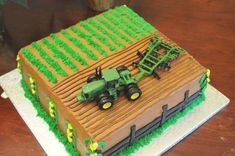 John Deere Cake I made this 2 layer cake for my son's 4th birthday. I used the easy strawberry filling between layers. I frosted with... Bolo Minecraft, Easy Minecraft Cake, Minecraft Crafts, Minecraft Skins, Cupcakes, Cake Cookies, Cupcake Cakes, Tractor Birthday Cakes, Farm Cake