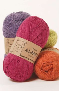 DROPS Alpaca is a lovely yarn spun from superfine alpaca. The alpaca fiber is untreated, which means that it is only washed and not exposed to any chemical. Alpacas, Drops Design, Color Wheel Art, Garnstudio Drops, Drops Alpaca, Knitting Patterns, Crochet Patterns, Magazine Drops, Manta Crochet