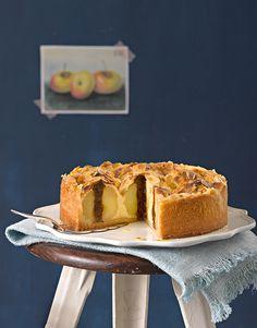 Bratapfelkuchen mit Rumpflaumen: Apfelkuchen mit herbstlicher Note durch Trockenpflaumen und Rum