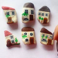 Prawie gotowe ☺ #unicatella #kamienie #stones #maluje #kamieniemalowane #weekend #paintedstones #house #littlehouse #magnesy #domki