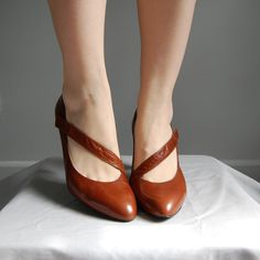 80s+CHESTNUT+BROWN+bandage+pumps+8+by+AdrianCompanyVintage+on+Etsy,+$38.99