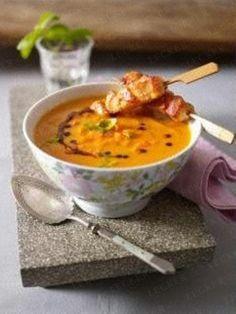 Das Rezept für Möhren-Basilikum-Suppe mit Hähnchensticks und weitere kostenlose Rezepte auf LECKER.de