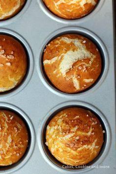 Rerzept für Laugenbrötchen aus dem Muffinsblech - einfaches und gelingsicheres Rezept für Laugenmuffins aus Hefeteig. #muffins #hefeteig #laugenbrötchen