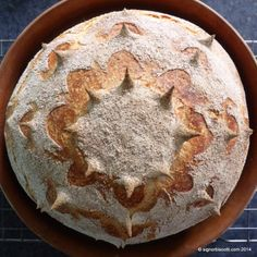 A simple boule enhanced by scissor cuts - M