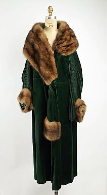 "omgthatdress: "" Evening Wrap Révillon Frères, 1923 The Metropolitan Museum of… 20s Fashion, Fashion History, Art Deco Fashion, Retro Fashion, Vintage Fashion, Womens Fashion, High Fashion, Vintage Coat, Mode Vintage"