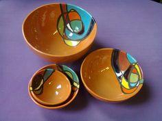 cuerda seca | tazon bola arcilla roja cuerda seca y esmalte Slab Pottery, Pottery Bowls, Ceramic Pottery, Ceramic Clay, Porcelain Ceramics, Ceramic Plates, Pottery Painting, Ceramic Painting, High School Ceramics