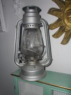 Annons på Tradera: Stor äldre STORMLYKTA fotogenlampa