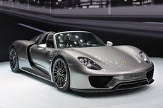 Porsche 918 Spyder debuts