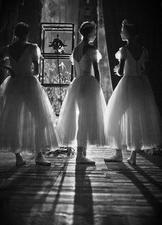 Ожидание выхода by Georg Shoes (Sapojnikov) on ✯ Ballet beautie, sur les pointes !