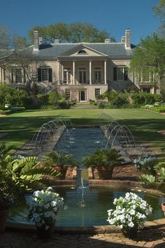Trendy house big garden new orleans 59 ideas New Orleans Homes, New Orleans Louisiana, Beautiful Gardens, Beautiful Homes, Beautiful Places, Louisiana Plantations, Big Garden, Garden King, Water Garden