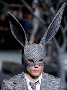 I'm READY For FALL! I hope Bergdorf remembers I have a big head! Fashion forward rabbit ears for the catwalk. Thom BrowneI'm READY For FALL! I hope Bergdorf remembers I have a big head! Fashion forward rabbit ears for the catwalk. Arte Fashion, Mens Fashion, Fashion Design, Fashion 2015, Fashion Outfits, Mode Bizarre, The Mask Costume, Look Festival, Weird Fashion