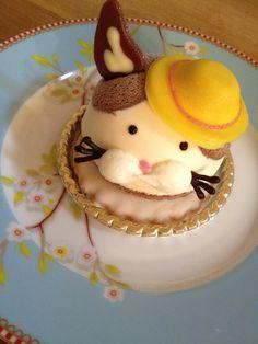 猫ケーキ頂きました。甘さ控えめ。