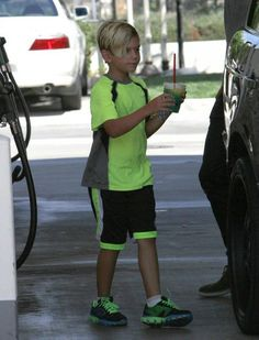 Kingston Rossdale - Gavin Rossdale Fills Up His Tank