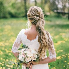 The BEST Wedding Hair Tips For Wearing A Side Ponytail! In this article, a wedding hair professional shares her BEST hair tips for wearing a side ponytail style. Great advice and gorgeous style ideas! Wedding Hair Tips, Wedding Hair And Makeup, Wedding Updo, Fringe Hairstyles, Wedding Hairstyles, Elegant Hairstyles, Ponytail Hairstyles, Updo Hairstyle, Perfect Wedding