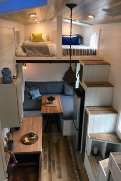 Rocky Mountain by Tiny Heirloom - Tiny Living The Rocky Mountain is a modern tiny house on wheels designed and built by Tiny Heirloom . Tyni House, Tiny House Living, Home Living Room, Small Living, Rv Living, House Stairs, House Floor, Tiny House Family, Apartment Living