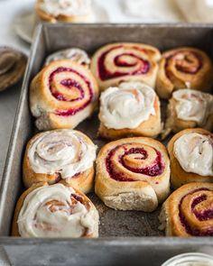 Vegan Treats, Vegan Desserts, Vegan Recipes, Vegan Dishes, Jam Donut, Vegan Cinnamon Rolls, Breakfast Recipes, Vegan Breakfast, Brunch Recipes
