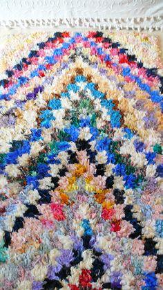 Vintage Moroccan Rag Rug BOUCHEROUITE Arrowr par lacasadecoto