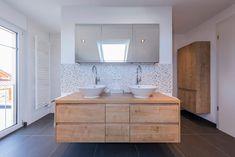 Casas de banho modernas por KitzlingerHaus GmbH & Co. KG - homify / KitzlingerHaus GmbH & Co. KG Bathroom Kids, Master Bathroom, Vanity Bathroom, Carpet Remnants, Modern Sink, Modern Bathrooms, Shower Panels, Wood Vanity, Ikea