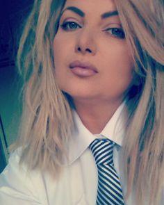 """Tie"" me up.suit up! School Uniform Girls, Girls Uniforms, Dressy White Blouses, Women Wearing Ties, Women Ties, Coron, White Shirts, Daily Look, Cute Outfits"