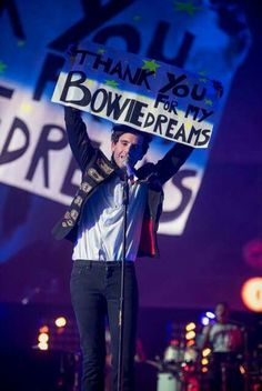 Mika pays tribute in Rome