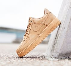 info for 900e1 3a95f Las míticas Air Force 1 de Nike se visten de invierno en color beige y piel
