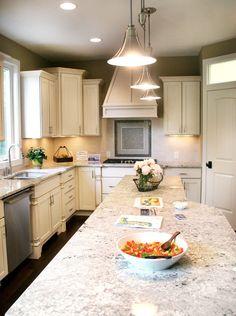 Die Granit Küchenarbeitsplatten wirken edel und bieten eine individuelle Oberflächenmusterung sowie eine große Auswahl an Farben  http://www.granit-natursteinhandel.de/granit-bestaendiger-granit