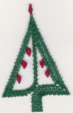 Kerstboompje. Met werkbrief en beschrijving! Types Of Lace, Bobbin Lace Patterns, Lacemaking, Lace Heart, Lace Jewelry, Irish Lace, Xmas Decorations, Hobbies And Crafts, Tatting