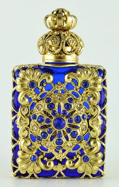 Vintage Blue Perfume Bottle Gold Tone Filigree Faceted Blue Dazzling Crystal in Collectibles, Vanity, Perfume & Shaving, Perfumes Blue Perfume, Crystal Perfume Bottles, Antique Perfume Bottles, Beautiful Perfume, Vintage Perfume Bottles, Glass Bottles, Perfumes Vintage, Himmelblau, Bottle Art