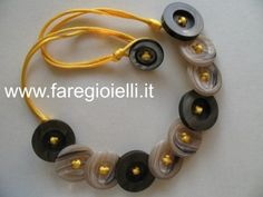 come riciclare i bottoni-tutorial collana