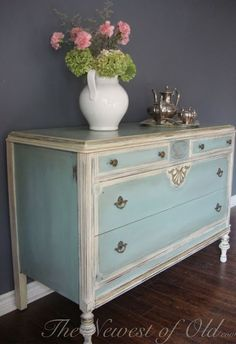 I like the blue color paired with antique white and the color of the hardware - Dressers Today Shabby Chic Decor, Shabby Chic Dresser, Redo Furniture, Painted Furniture, Chic Decor, Furniture Rehab, Furniture Inspiration, Furniture Makeover, Shabby Chic Furniture