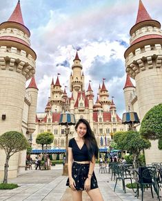 Loving this from at Universal Studios Singapore! Loving this from Sheri Hellberg at Universal Studios Singapore! Singapore Travel Outfit, Singapore Fashion, Singapore Photos, Bangkok Travel, Travel Outfit Summer, Singapore Vacation, Singapore Guide, Travel Ootd, Malaysia Travel