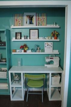 40 Best Small Craft Room and Sewing Room Design Ideas On a Budget 35 - DecoRequired Sewing Closet, Sewing Nook, Sewing Room Design, Sewing Table, Closet Nook, Craft Room Closet, Closet Office, Office Nook, Closet Space