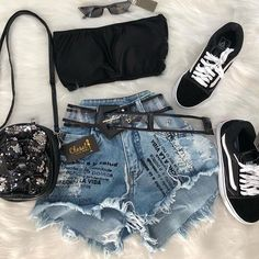 New clothes for teens girls jeans summer outfits Ideas Teen Girl Outfits, Teenage Outfits, Teen Fashion Outfits, Outfits For Teens, New Outfits, Trendy Outfits, Cool Outfits, Mode Rockabilly, Look Con Short