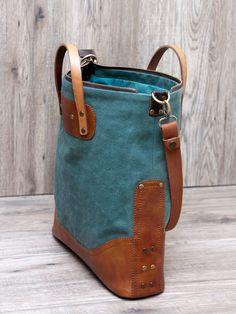 """Вот так совпало: весна, новый стиль блога, зеленая сумочка!   Встречаем """"Весну"""" в зеленом (будет еще и в синем ;-))        Сумка сшита из п..."""