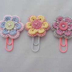 Diy Crafts - Crochet Flower Patterns Super cute planner paper clips with crochet flower - Crochet Hair Clips, Crochet Bows, Crochet Flower Patterns, Crochet Gifts, Crochet Flowers, Crochet Stitches, Knit Crochet, Crochet Earrings, Doilies Crochet