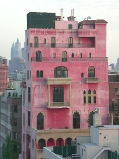 : Julian Schnabel& home Palazzo Chupi in NYC . B Architecture, Houses In America, Spanish Modern, Brick And Mortar, Pink Houses, Beautiful Space, Interior And Exterior, New York City, The Neighbourhood