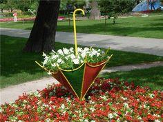 Reaproveitando aquele guarda chuva que você não usa mais. #jardim #decoração #guardachuva