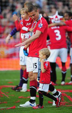 Nemanja Vidic celebrates the 2011 title with his family.