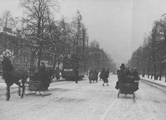 Warszawa lat trzydziestych XX wieku.  Aleje Ujazdowskie w zimie.
