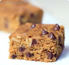 Oatmeal Chocolate Chip Cookie Bars Category: Healthy Cookie Recipes 1 cups spelt or all-purpose flour (oat flour works; Vegan Sweets, Healthy Desserts, Just Desserts, Delicious Desserts, Healthy Baking, Homemade Desserts, Healthy Food, Gooey Chocolate Chip Cookies, Chocolate Chip Oatmeal