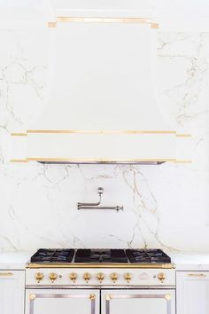 Alyssa Rosenheck - Laura Burleson Interiors - White and gold kitchen features white cabinets adorned with long gold pulls paired with Silestone quartz countertops and backsplash that resemble white marble. Gold Kitchen, Kitchen And Bath, New Kitchen, Kitchen Ideas, Kitchen Inspiration, Kitchen White, Kitchen Pics, French Kitchen, Kitchen Layout