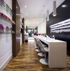 Bar modern salon: um nail bar no coração da lapa. Nail Salon Design, Modern Nail Salon, Luxury Nail Salon, Nail Salon Decor, Beauty Salon Decor, Modern Nails, Beauty Bar, Spa Interior, Salon Interior Design