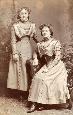 Twins with spectacles - usually this sort of thing goes in my antique photography folder, but ooh la la those pop rivet dresses! Like a mad scientist's twin daughters.