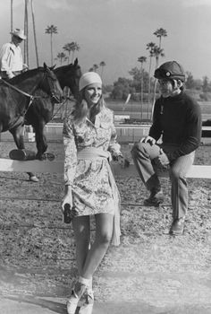 Photo: Henry Clarke/Condé Nast Archive/Corbis Cheryl Tiegs in a shirtdress by Lilly Pulitzer at the Santa Anita race track. Photographed by Henry Clarke, May 1971 Vogue Fashion, 70s Fashion, Fashion History, Vintage Fashion, Vintage Clothing, Women's Clothing, Slim Aarons, Lilly Pulitzer, Vintage Photography