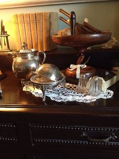 Old English tea pot and silver butter dish/ bowl. www.ouwbollig.eu