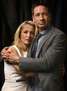 gillian anderson and david duchovny Gillian Anderson David Duchovny, Gillian Anderson 2016, Best Tv Couples, Movie Couples, Famous Couples, David And Gillian, Chris Carter, Dana Scully, Trust No One