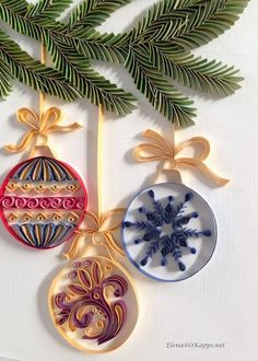 Beautiful Christmas tree ornaments created through paper quilling.maybe I can get my sis-in-law Marla to make some for me! Quilled Paper Art, Paper Quilling Designs, Quilling Paper Craft, Paper Crafts, Free Quilling Patterns, Quilling Christmas, Christmas Paper, Handmade Christmas, Art Origami