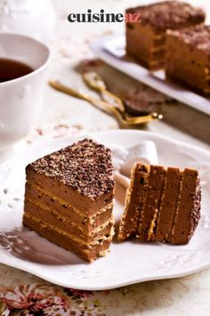 Une recette de gâteau aux Petit Beurre® et au chocolat sans cuisson. #recette#cuisine#gateau #chocolat #petitbeurre#patisserie Biscuits, Tiramisu, Ethnic Recipes, Desserts, Food, Sugar Cake, Chocolate Cream, Greedy People, Crack Crackers