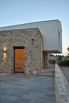 Nuova Cantina Siliqvini by Emanuele Scaramucci Architecture Details, Interior Architecture, Exterior Design, Interior And Exterior, Cladding Design, Small Buildings, Stone Houses, Facade House, Construction